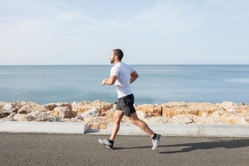 brzo hodanje je odlična vežba kojom se poboljšava cirkulacija celog tela i pomaže u borbi protim hemoroida